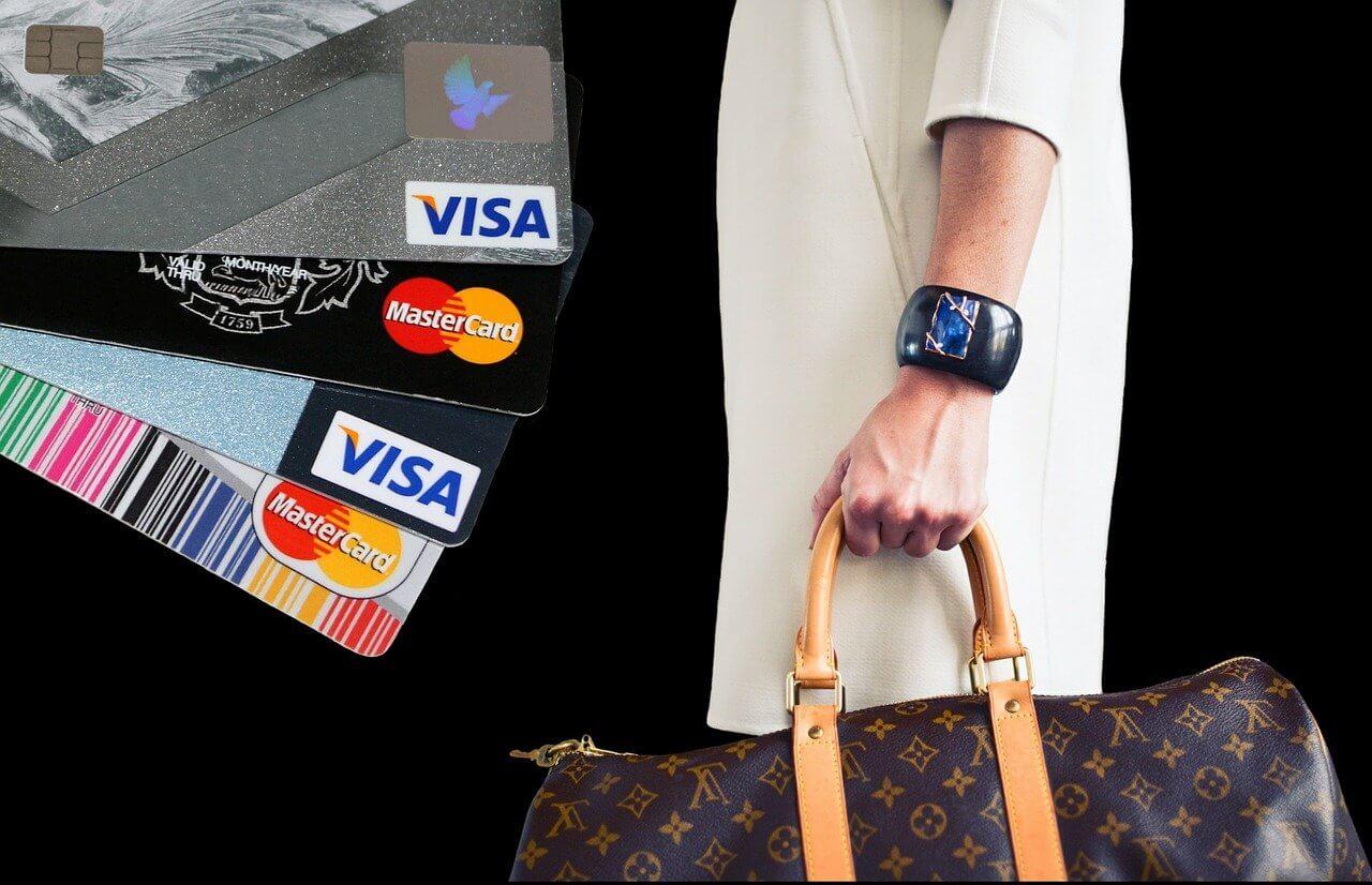 ポイ活でクレジットカードを使う人